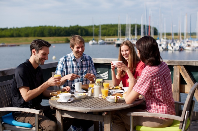 Breakfast at the lake © TMGS www.sachsen-tourismus.de